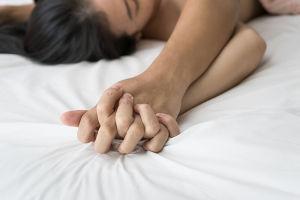 orgasmin teeskentely